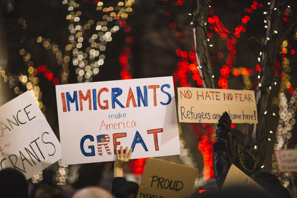 sign at an immigration protest that says immigrants make america great